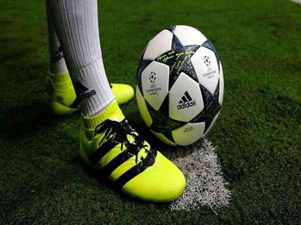 Cách chọn giày đá bóng theo vị trí thi đấu