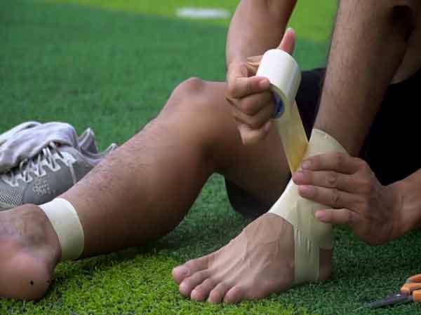 Những chấn thương cổ chân khi đá bóng thường gặp