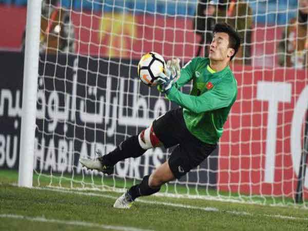 Kỹ thuật bắt bóng của thủ môn cơ bản